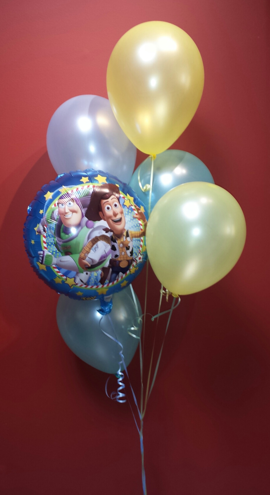 Mylar and latex balloon bouquet